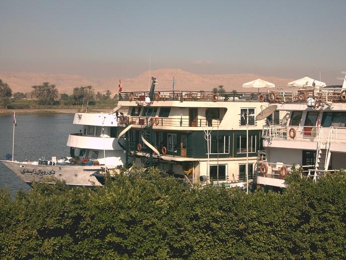 Nilschiffe in Luxor